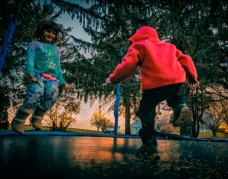 kids - trampoline learning to jump(p).jpg