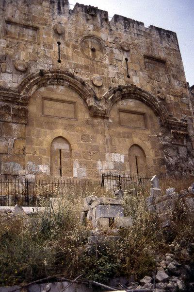 Et bilde. Et av de teknisk bedre men tematisk usikre. En del av vestmuren? Eller østmuren, eller sørmuren, eller hva nå vet vel jeg? (Foto: Geir)