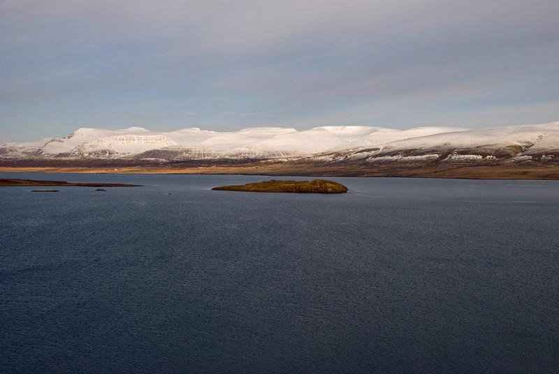Horft yfir Hvalfjörðinn - Hvammsey á miðjum firðinum
