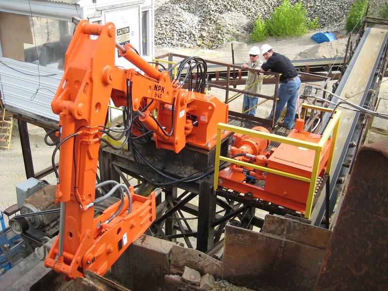 NPK B040 pedestal boom system with GH4 hydraulic hammer-recycling(1).jpg