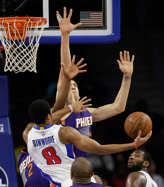 . Detroit Pistons guard Spencer Dinwiddie (8) shoots over Phoenix Suns center Alex Len of Ukraine during the second half of an NBA basketball game in Auburn Hills, Mich., Wednesday, Nov. 19, 2014. (AP Photo/Carlos Osorio)