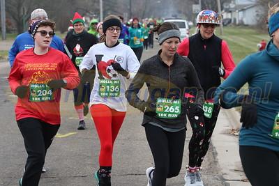 10K at 0.75 mile Mark - 2019 Run Like the Dickens