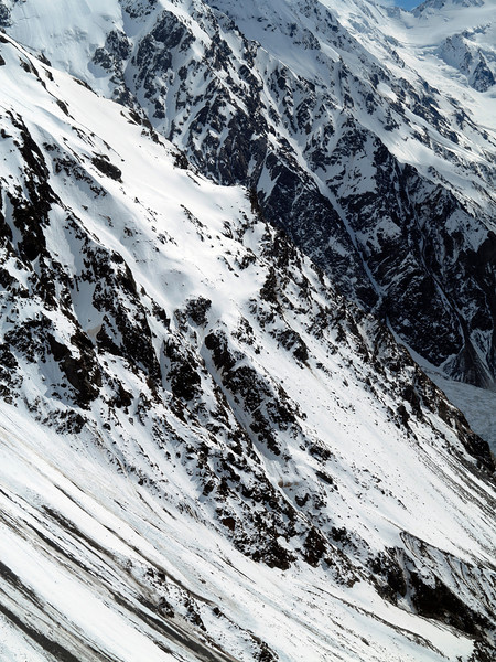 The route from the Boys Glacier down to the Tasman. A line of steps was broken by unmistakeable snowboard tracks - the work of part man, part machine Ruari Macfarlane who was off on a solo trip