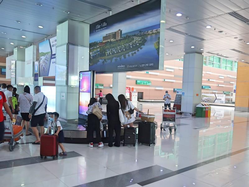IMG_8975-baggage-claim.jpg