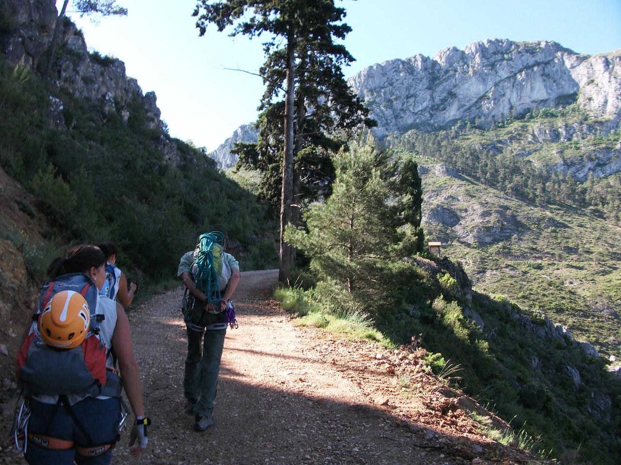 Departing La Casa Forestal de les Planises and heading for the Benicadell Ridge
