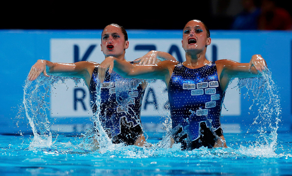 . Argentina\'s Etel Sanchez and Sofia Sanchez perform in the synchronised swimming duet technical routine final during the World Swimming Championships at the Sant Jordi arena in Barcelona July 21, 2013.   REUTERS/Albert Gea