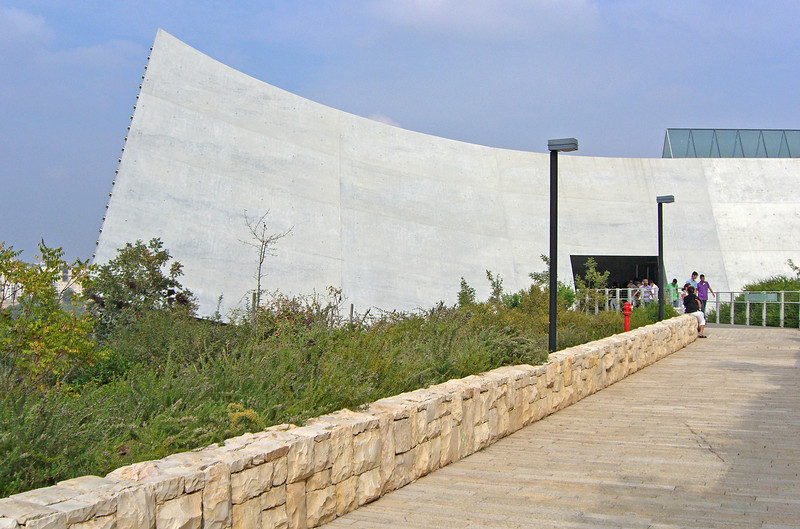 8-NW end of the spine of the Holocaust History Museum—exit and bridge