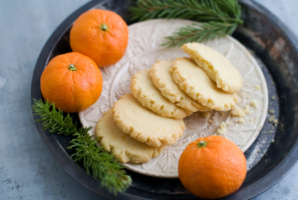 ". <a href=""http://www.canada.com/days+holiday+cookies+tangerine+mace+shortbread/7654271/story.html\"">Get the recipe for tangerine mace shortbread cookies</a>. (AP Photo/Matthew Mead)"