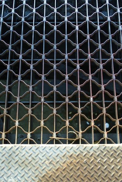 ConfluencePark022-RoadAcrossBridgeCloseUp-2006-10-04.jpg