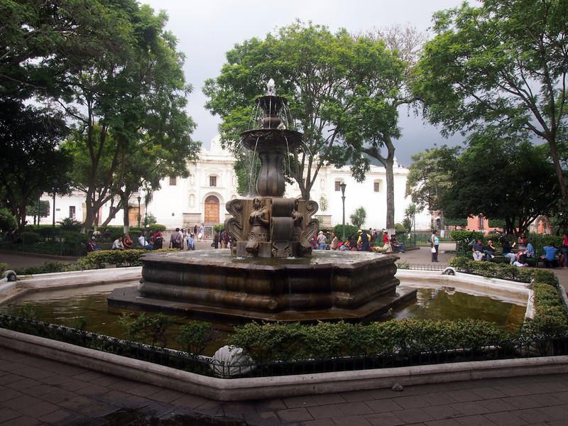 P7010503-parque-centrale-fountain.JPG