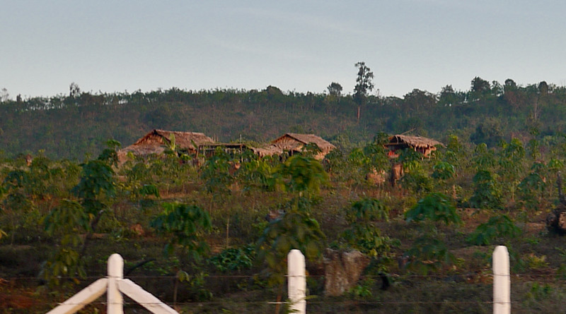 Kyaiktiyo Pagoda, Burma (21).jpg