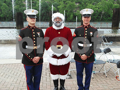 the-mall-of-americas-first-black-santa-us-army-veteran-larry-jefferson-of-texas