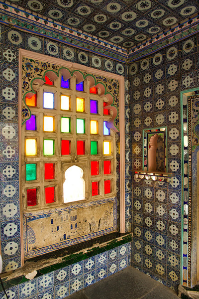 Ornate windows and walls. Udaipur city palace.