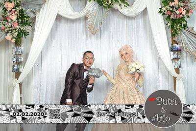 Putri dan Ario Wedding Photobooth Gallery