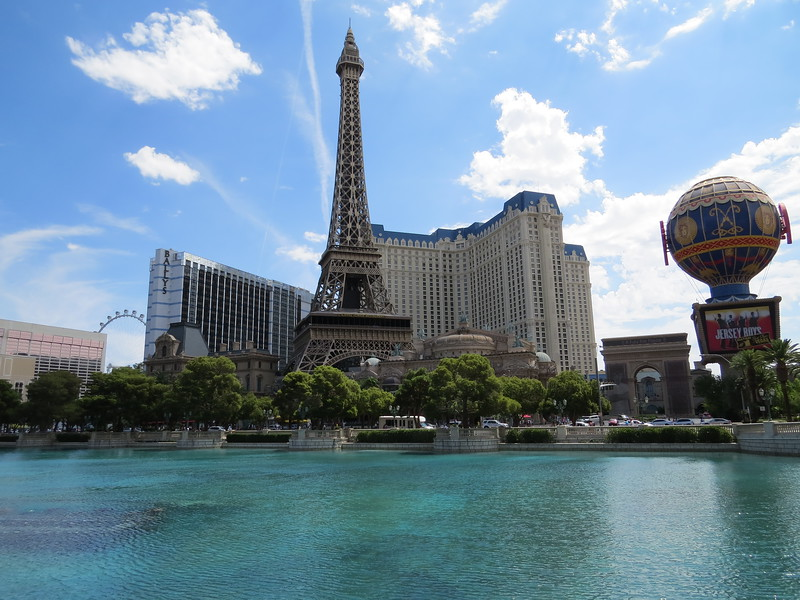 Paris Las Vegas, with Ballys at left
