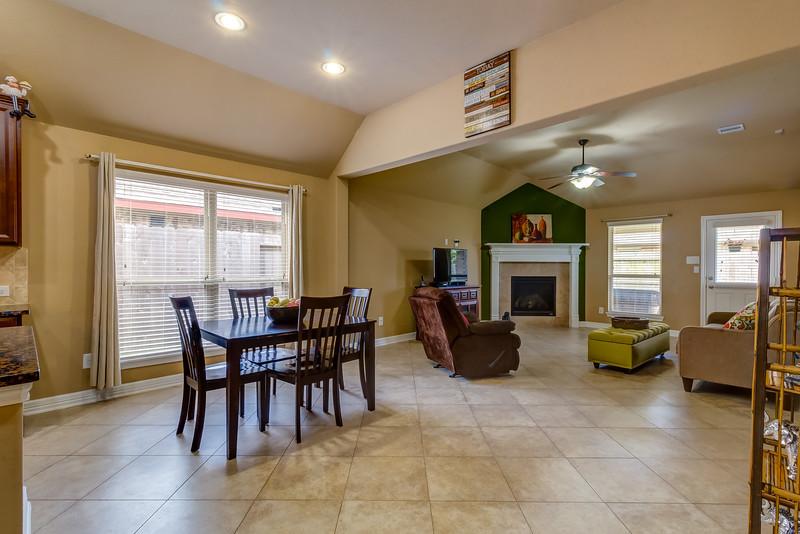 Breakfast & Living Room