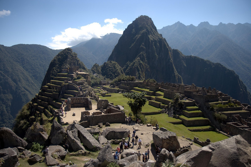 Machu Picchu, Peru - Urban District and Waynapicchu (2) (2008-07-05).psd