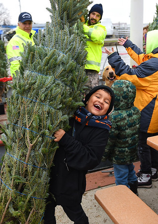 Vermilion Christmas Tree Ship sails again
