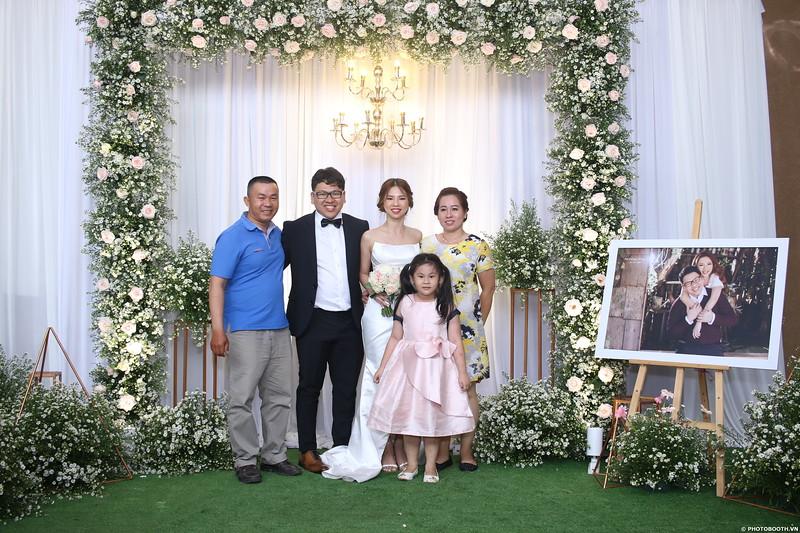 Vy-Cuong-wedding-instant-print-photo-booth-in-Bien-Hoa-Chup-hinh-lay-lien-Tiec-cuoi-tai-Bien-Hoa-WefieBox-Photobooth-Vietnam-117.jpg