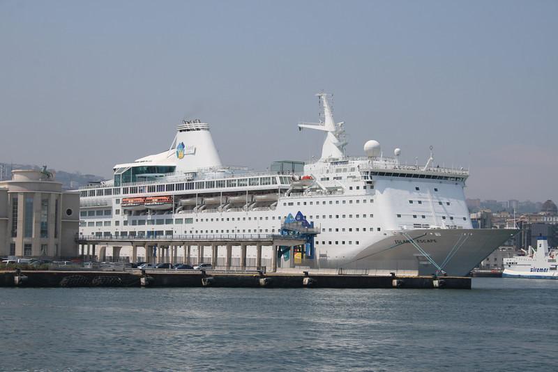 2011 - M/S ISLAND ESCAPE in Napoli.