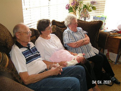 April 4_ 2007 Great grandparents and Auntie Linda visit Gracie 025.jpg