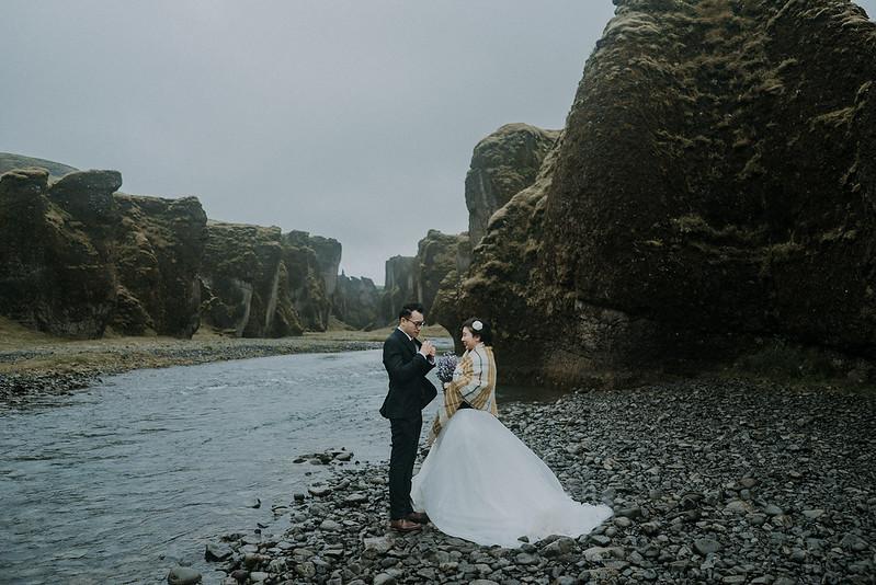 Tu-Nguyen-Destination-Wedding-Photographer-Iceland-Elopement-Fjaðrárgljúfur-16-150a-31.jpg