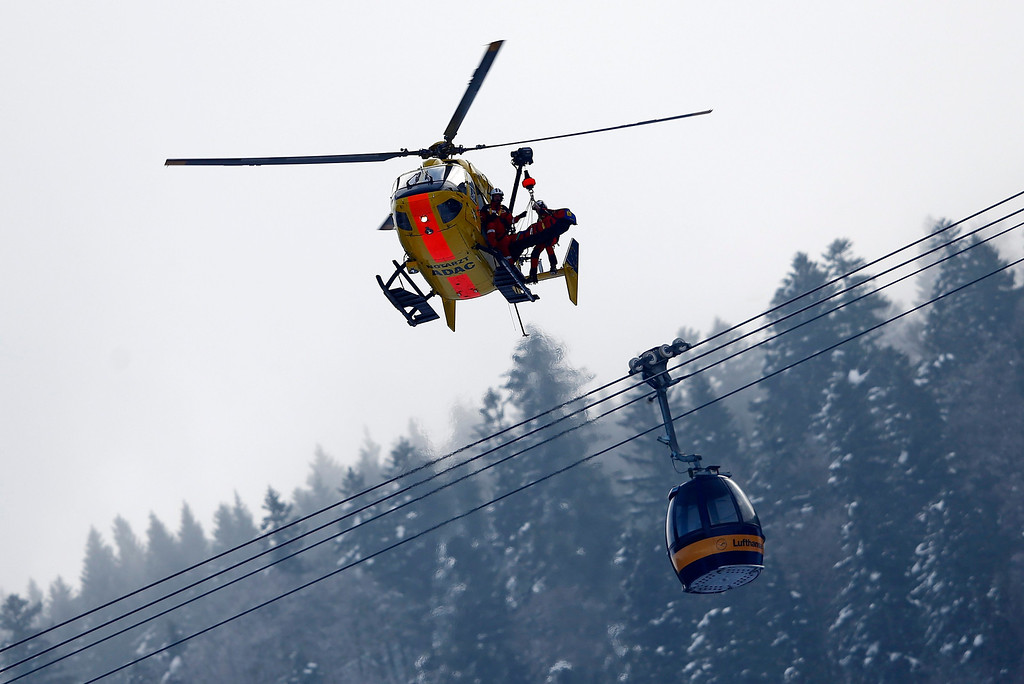 . Alice McKennis of the U.S. is lifted into an emergency helicopter after she crashed in the women\'s Alpine Skiing World Cup Downhill race in Garmisch-Partenkirchen March 2, 2013.  REUTERS/Michael Dalder