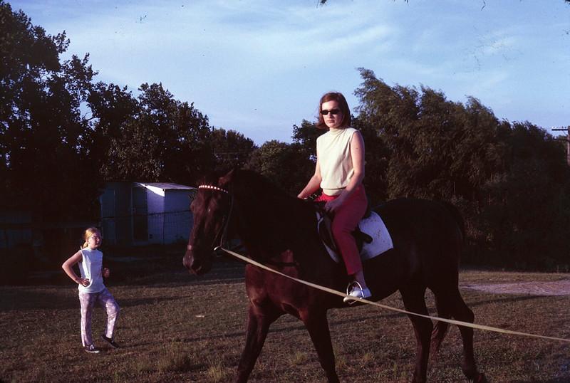 1970 07 Robin and Valarie.jpg