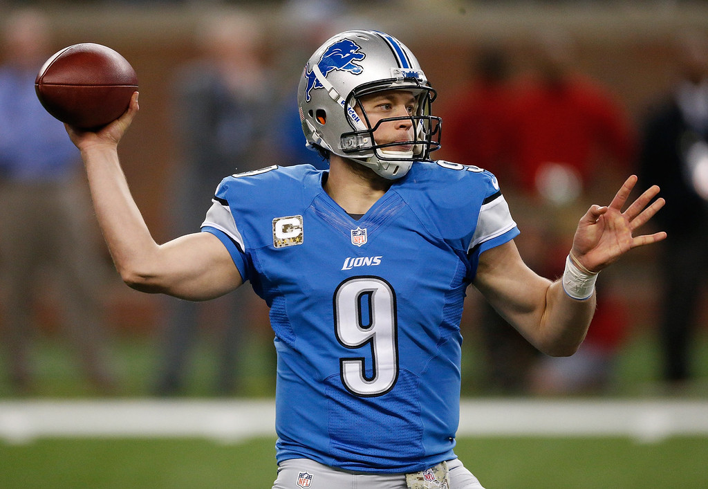 . Matthew Stafford #9 of the Detroit Lions throws a pass against the Tampa Bay Buccaneers at Ford Field on November 24, 2013 in Detroit, Michigan. (Photo by Gregory Shamus/Getty Images)