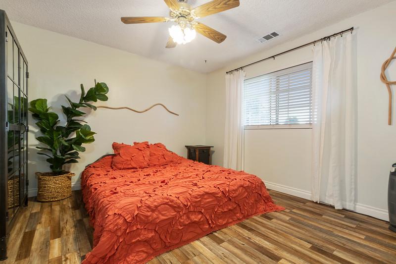 2945 Geneseo 24 Guest Bedroom.jpg