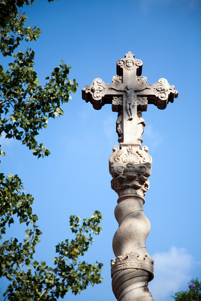 Stone cross in the middle of Saint Cross Hospital courtyard, town of Barcelona, autonomous commnunity of Catalonia, northeastern Spain