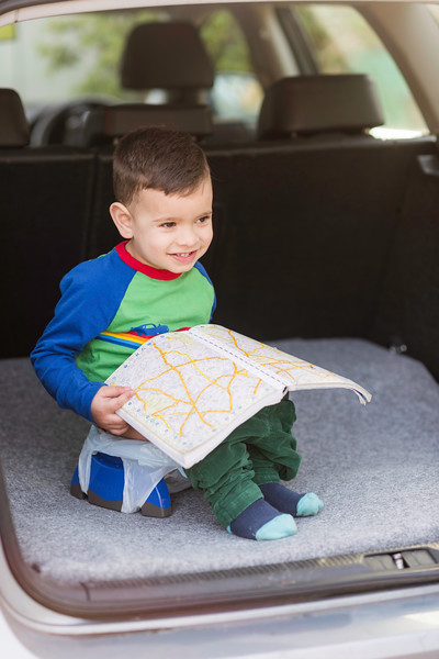 Potette_Portable_Potty_Lifestyle_Blue&Navy_Outside_Car_Boot_Boy_On_Potty_With_Map.jpg