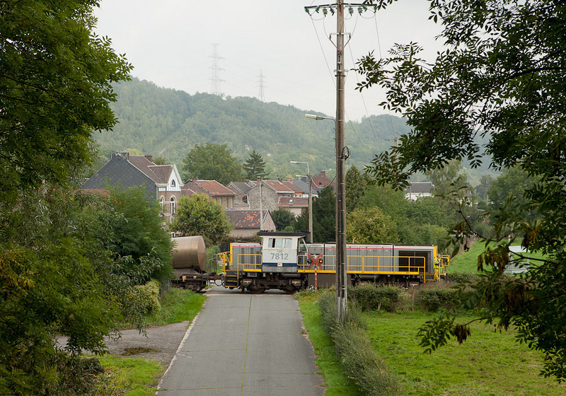 7812 brings the local 74140 (Bressoux - Vise-CBR) past Loëns.