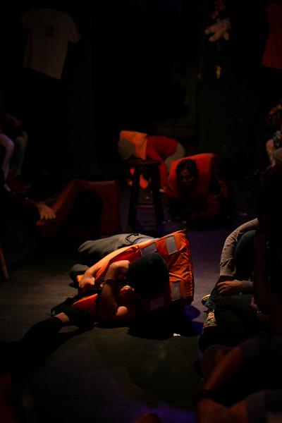 Allan Bravos - Fotografia de Teatro - Indac - Migraaaantes-152.jpg