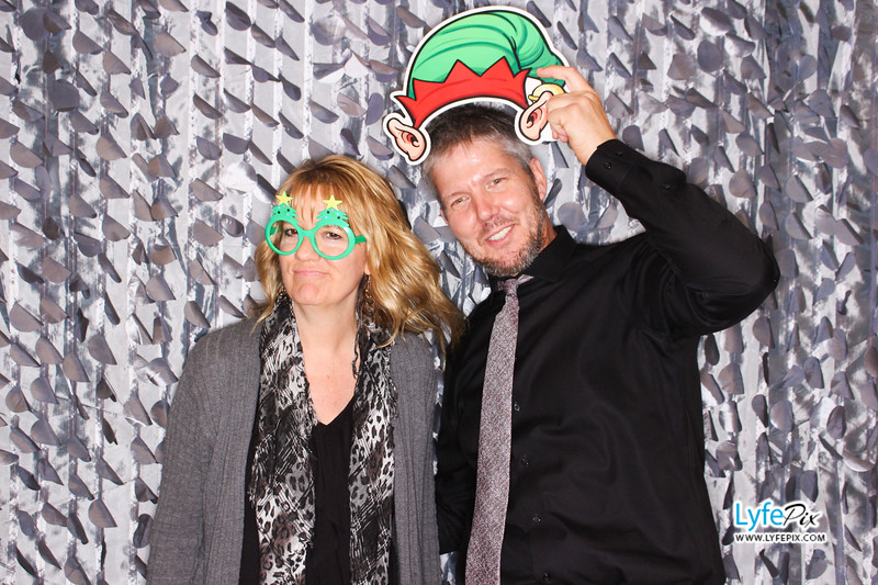 red-hawk-2017-holiday-party-beltsville-maryland-sheraton-photo-booth-0231.jpg