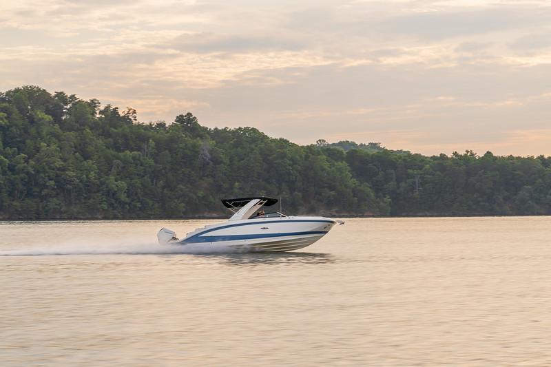 2021-SDX-290-Outboard-SDO290-running-starboard-02413.jpg