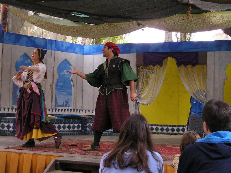 Renaissance Pleasure Faire, Hollister 2006: Marlowe's Shadow does 5 Shakespeare plays in 20 minutes: Romeo woos Juliet.