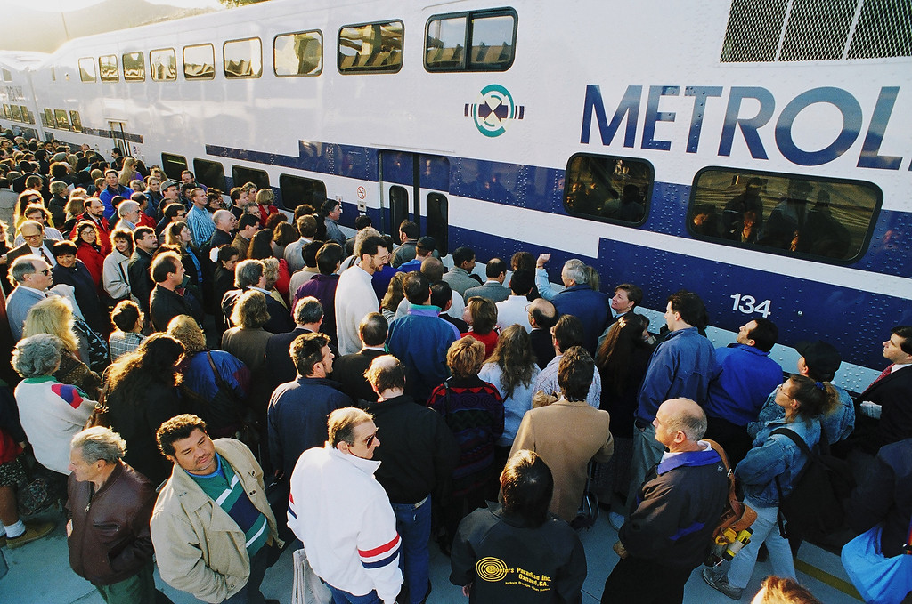 . Commuters cram the platform at the Metrolink station in Santa Clarita. Ridership on the rail-transit line rose sharply after the quake.   David Crane/Los Angeles Daily News