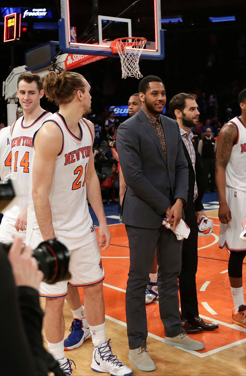 . New York Knicks\' Carmelo Anthony stands on the court with his teammates after an NBA basketball game against the Detroit Pistons on Wednesday, April 15, 2015, in New York. The Pistons won 112-90. (AP Photo/Frank Franklin II)