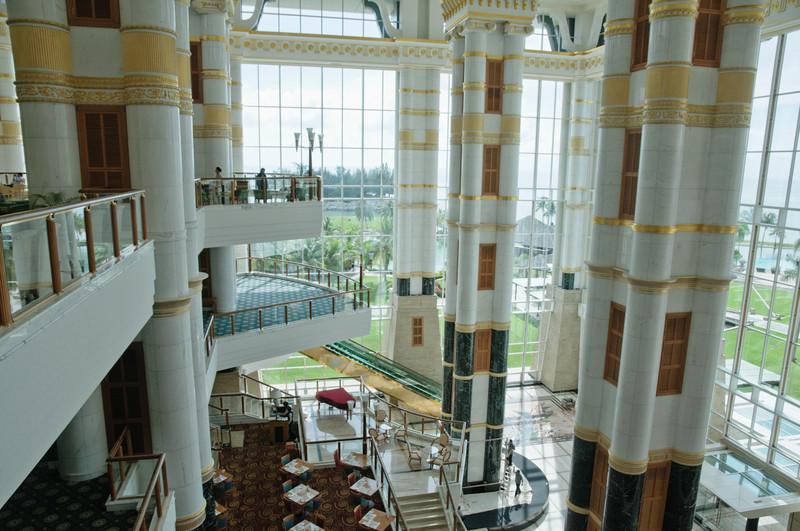 Diese Halle ist über 53m hoch!