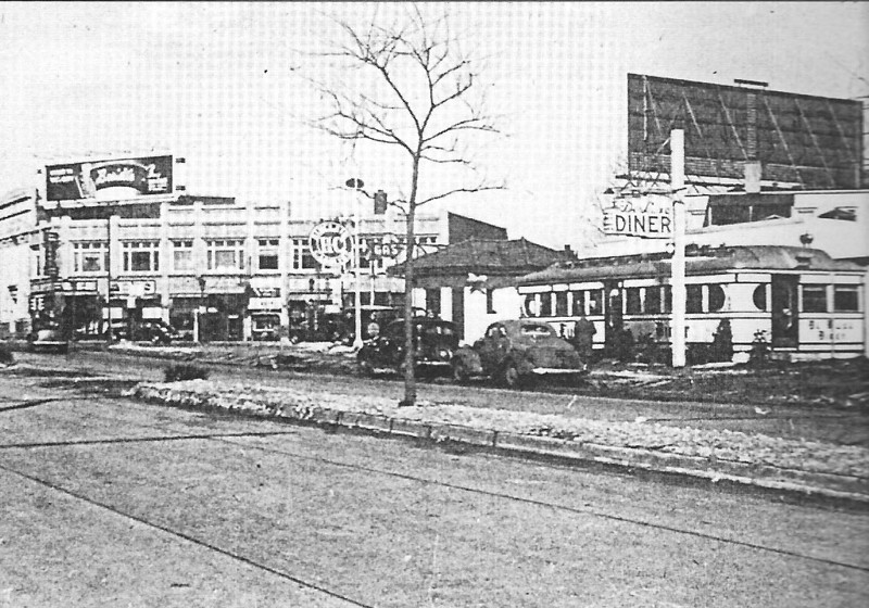 A very rare photo of the Deluxe (?) Diner on the North East corner of Union Center next to the Sinclair Gas station. It looks like a train car style diner.