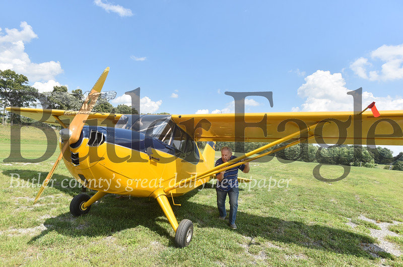 72067 Jack Chiprean 1942 Stinson aircraft  he restored at his home in Prospect