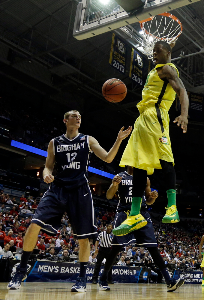 . Oregon forward Elgin Cook (23) dunks against BYU forward Josh Sharp (12) during the second half of a second-round game in the NCAA college basketball tournament Thursday, March 20, 2014, in Milwaukee. (AP Photo/Morry Gash)