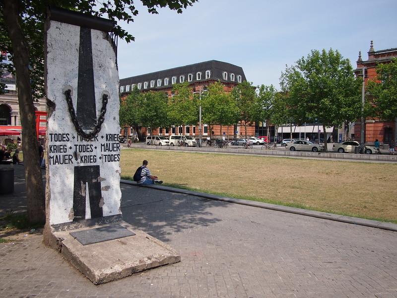 P7043205-piece-of-berlin-wall.JPG