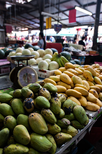 Green and ripe mangoes!