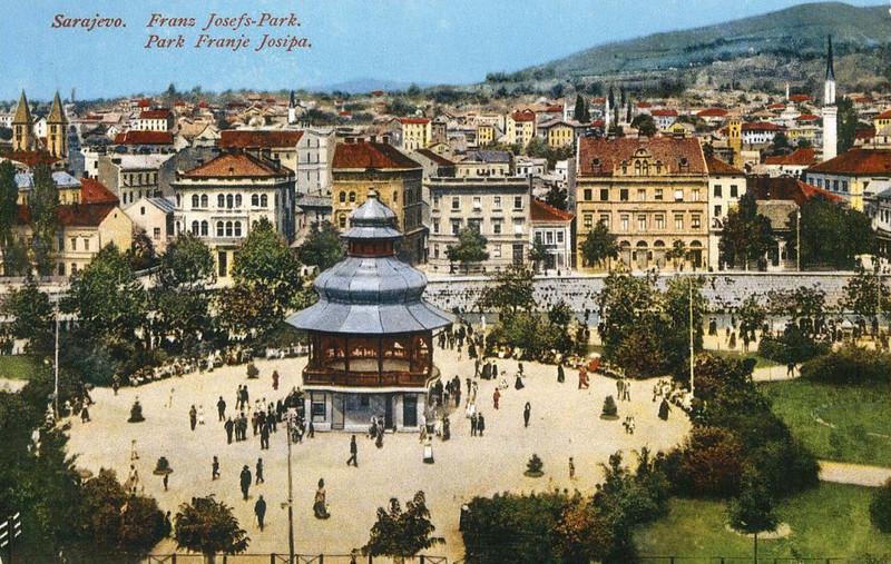 Nekadašnji Atmejdan austrougarska uprava je 1905. godine pretvorila u Trg Franje Josipa,  a 1913. godine podignut je muzički paviljon