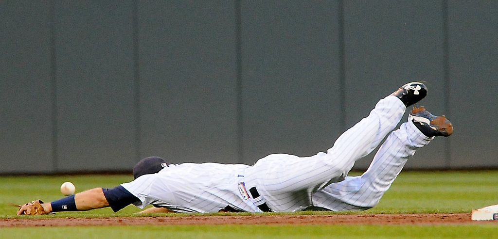 . Minnesota second baseman Brian Dozier can\'t catch up with a ball hit by Chicago\'s Dayan Viciedo. (Pioneer Press: John Autey)