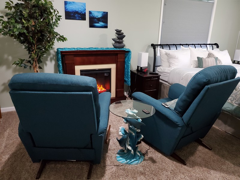 Eagles Nest Master Sitting Area.jpg