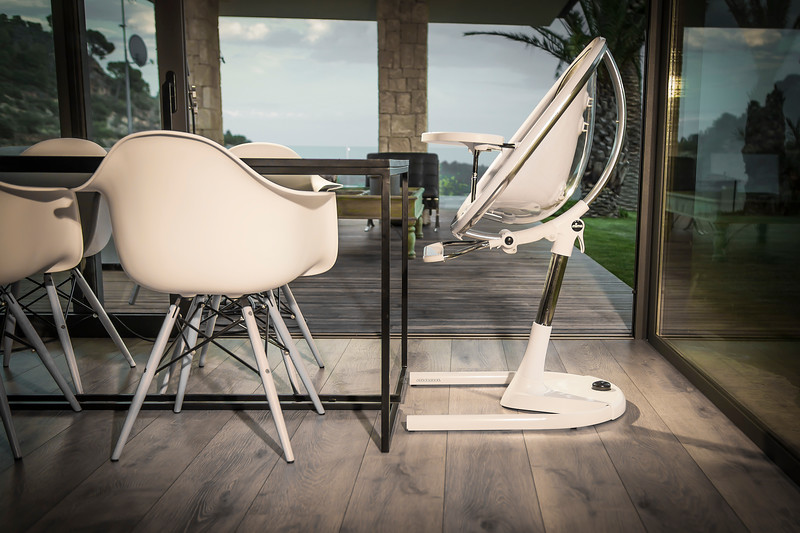 Mima_Moon_Lifestyle_White_Highchair_At_Table_Height_Side_View.jpg