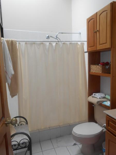 BATHROOM (SHARED OR PRIVATE BATHROOM??)